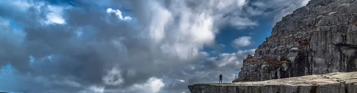 高山 白云 背景图