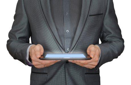 男人平板电脑