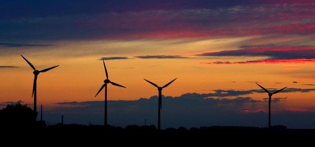 夕阳风车背景