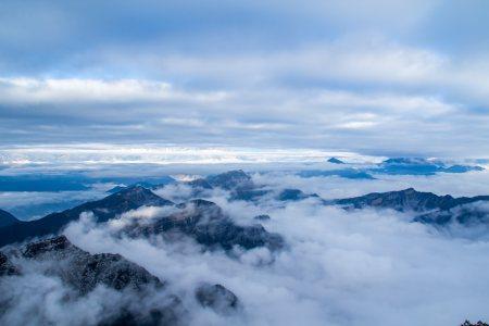 山峰山顶云山云海背景