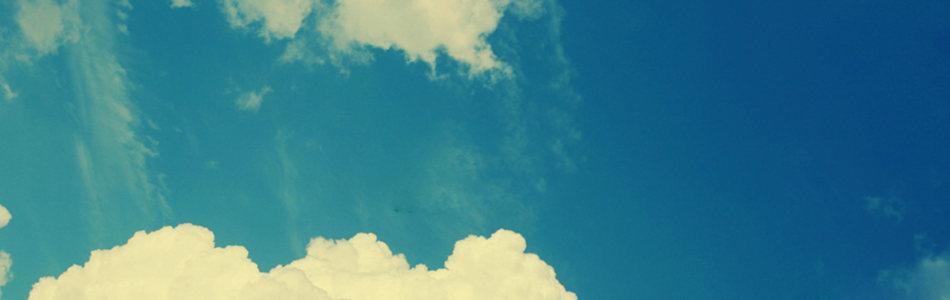 唯美蓝色天空海报背景