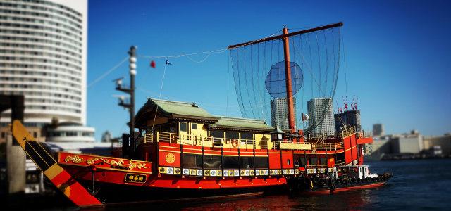 大海上的旅游船