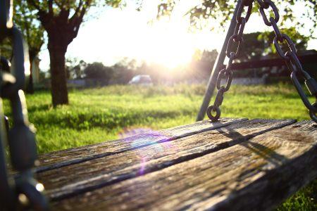 浪漫清新摇椅背景高清背景图片素材下载