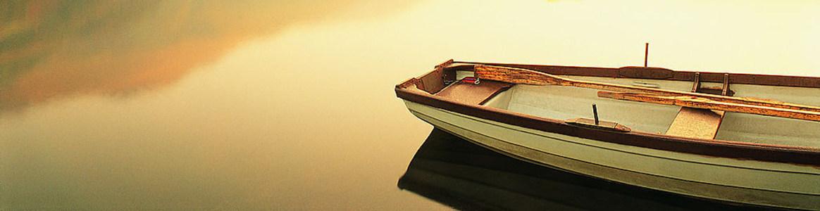 湖边小艇banner创意设计