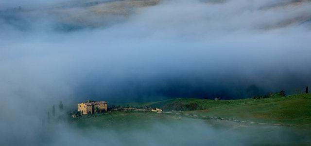 雾中的乡村