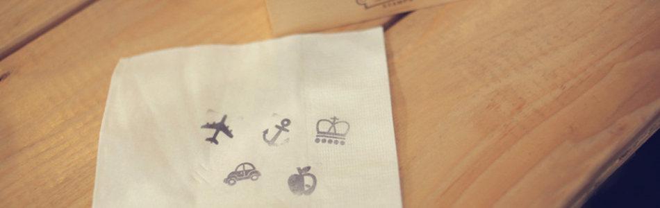 简约手绘餐巾纸海报背景