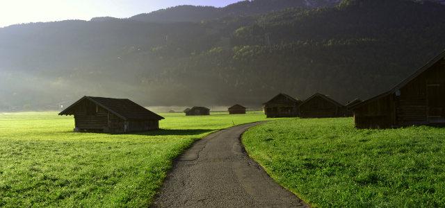 草原房子背景