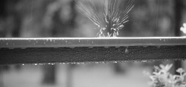 水滴护栏背景