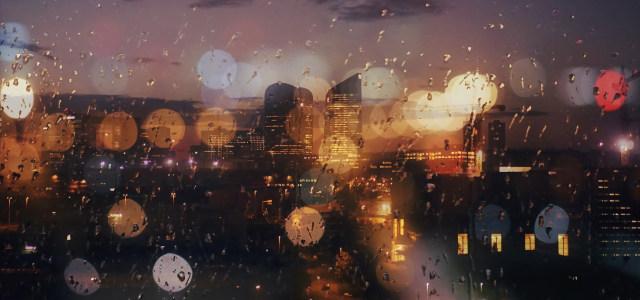 玻璃窗外的城市高清背景图片素材下载