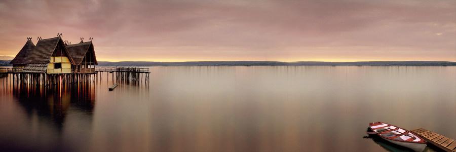 创意背景湖面小岛