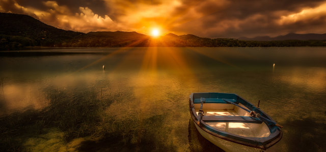 夕阳大海船背景