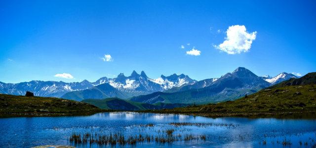 蓝天白云山峰背景高清背景图片素材下载
