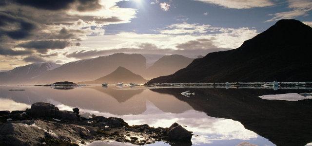 天空山峰湖水背景高清背景图片素材下载