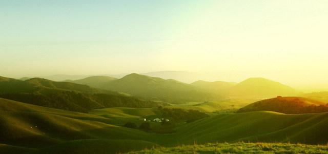 乡村山坡背景