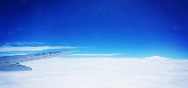 蓝天白云机翼背景