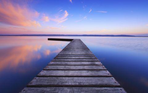 海边木板走道场景背景
