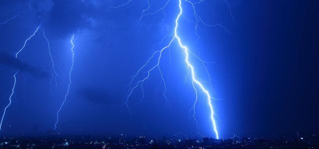 蓝色天空闪电背景高清背景图片素材下载