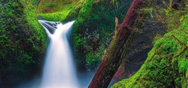 山涧中的瀑布高清背景图片素材下载