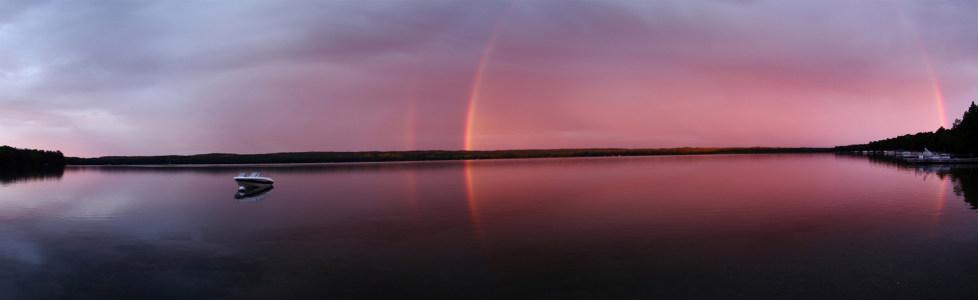 唯美夕阳湖边倒影海报背景