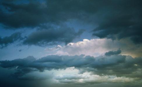 乌云天空背景