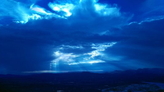 蓝色天空背景高清背景图片素材下载