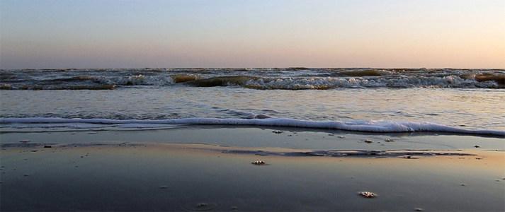 沙滩海报背景