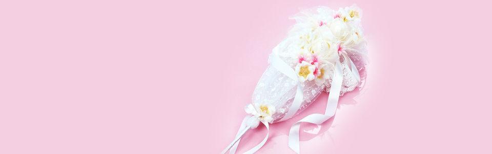 粉色手捧花浪漫海报背景高清背景图片素材下载