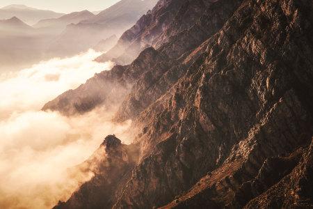 大气山峰高清背景图片素材下载