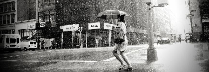 非主流雨中欧式街景banner高清背景图片素材下载