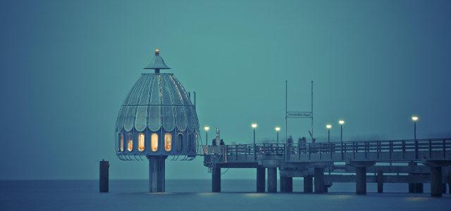 夜晚码头背景