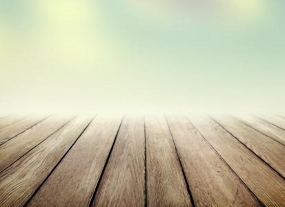 模糊天空与木地板的融合背景