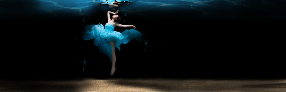 水下背景 蓝色裙子飞舞 banner高清背景图片素材下载