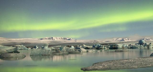 极光天空湖水背景