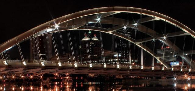 夜晚城市大桥