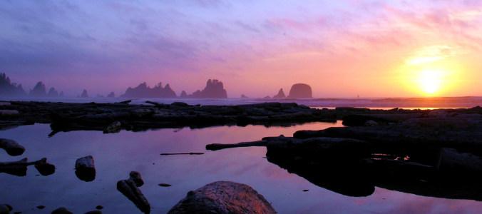 夕阳唯美浪漫大山背景图