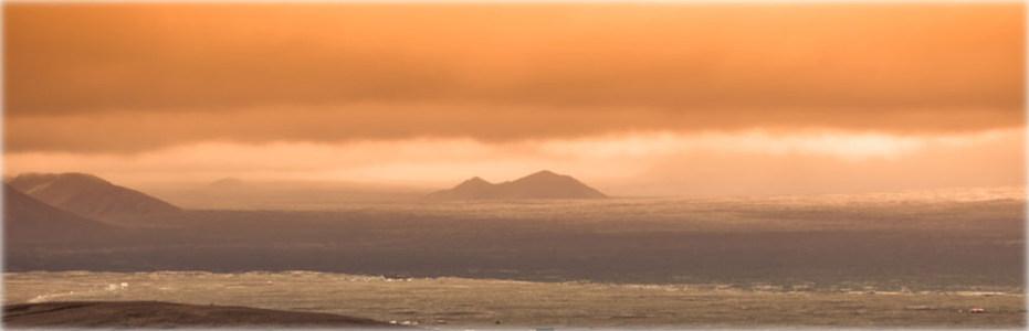 夕阳远山海报背景